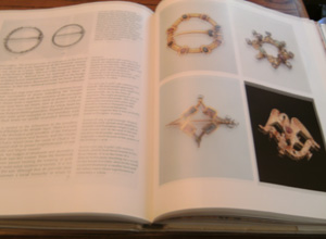 JEWELRY 7,000 YEARS :: Illustrated HB w/ DJ      Pic 4