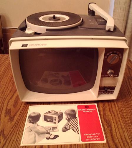 1964 GE Model AA610C Grey Radio Phono Viewer Pic 1