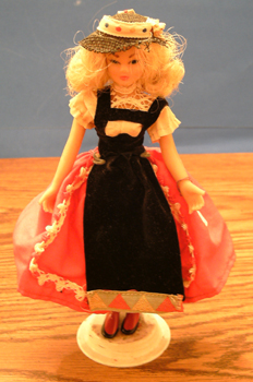 FLAGG DOLL :: Nationality Woman # 2 Pic 1