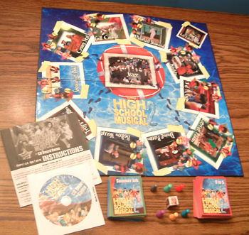 HIGH SCHOOL MUSICAL 2 CD Board Game w/ Zippered Pouch      Pic 2