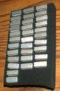 Lot of 32: Texas Instruments SNJ54LS04J Pic 1