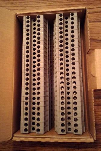 Lot of 50: Woertz 3450GREXP Terminal Blocks