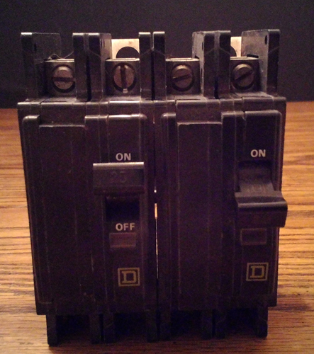Lot of 2: Square D 25A 2 Pole Type QOU Circuit Breakers Pic 1