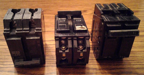 Lot of 3: General Electric Circuit Breakers Pic 1