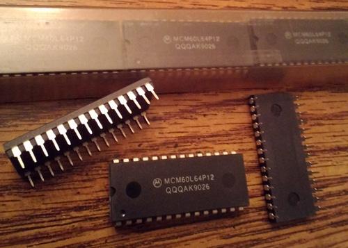 Lot of 13: Motorola MCM60L64P12