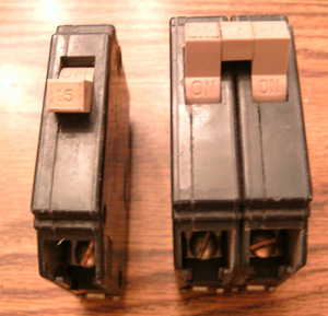 Lot of 2: Cutler-Hammer Type CH Circuit Breakers Pic 1