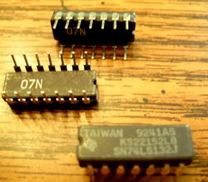 Lot of 25: Texas Instruments SN74LS132J KS22152L8