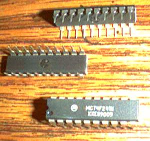 Lot of 18: Motorola MC74F241N Pic 2