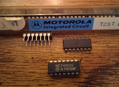 Lot of 18: Motorola MC74HC04N