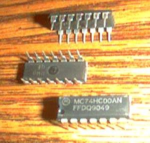 Lot of 25: Motorola MC74HC00AN Pic 2