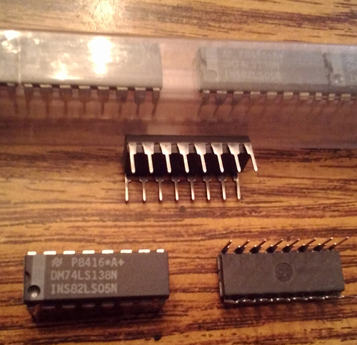 Lot of 18: National Semiconductor DM74LS138N