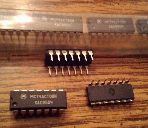 Lot of 22: Motorola MC74ACT08N