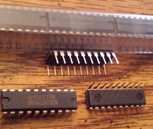 Lot of 20: Texas Instruments SN74ALS573CN