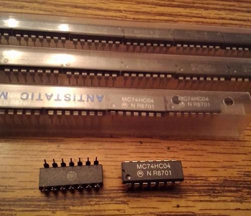 Lot of 55: Motorola MC74HC04