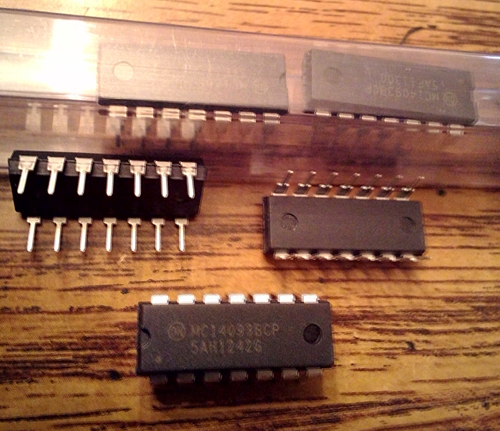 Lot of 9: ON Semiconductor MC14093BCP
