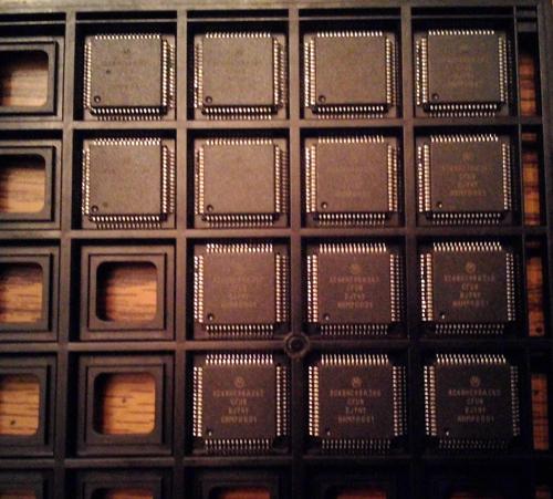 Lot of 14: Motorola XC68HC98AZ60CFU8 Microcontroller