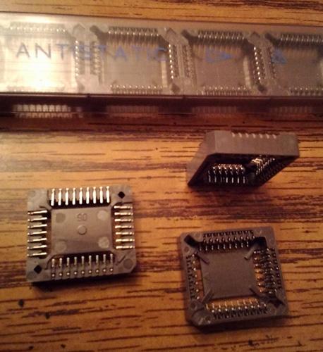 Lots of 28: AMP 822273-1 PLCC Socket 32 POS